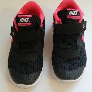 Nike revolution 4 Flyease sneakers